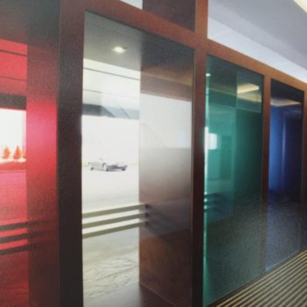 Reparación de cristalería. PVC, cristal, persianas, mamparas, encimeras, baños de cristal y espejos